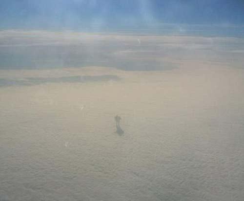 راه رفتن خارق العاده مرد عجیب روی ابرها