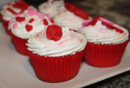 نمونه هایی زیبا از تزیینات کاپ کیک های مخصوص روز ولنتاین