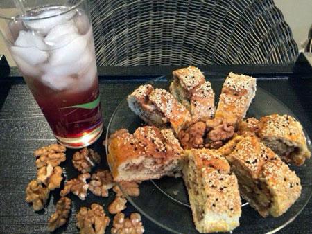 طرز تهیه عصرانه شیک و خوشمزه با رولت گردويی +عکس