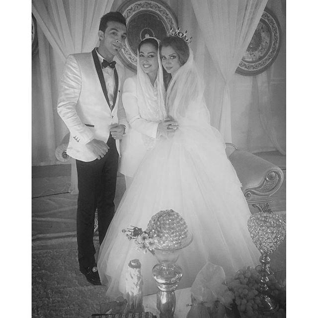 عکس تیپ نفیسه روشن در عروسی کنار عروس و داماد!