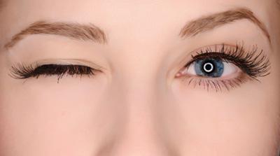 علل پریدگی پلک چشم  و راه درمان آن
