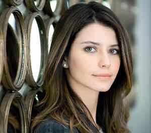 برن سات بازیگر نقش فاطما گل به ایران می آید