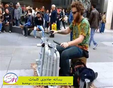 پیپ گای,+هنرمندی که PVC و کفش ساز میزند!+عکس