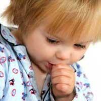 مکیدن انگشت در کودکان + عوارض و درمان
