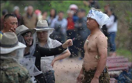 نحوه باورنکردنی فروش عسل از چینی ها +عکس