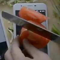 معرفی U7 Pro +گوشی ای که روی آن حتی میتوانید سبزی خرد کنید